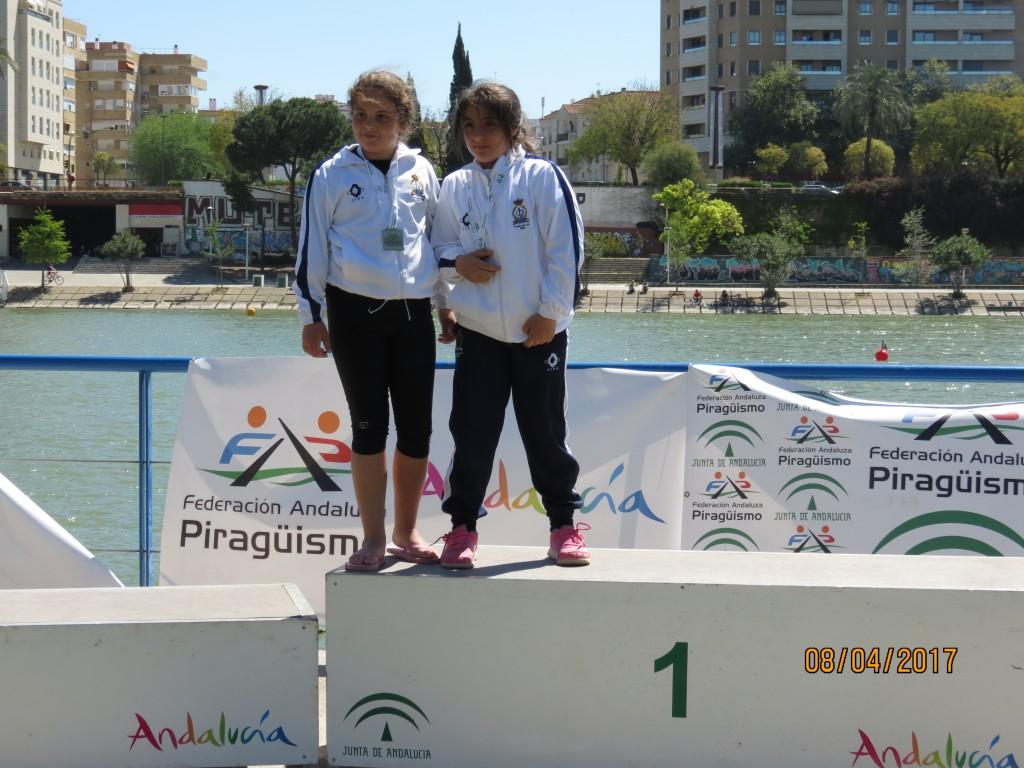 Paula y Yanira podium